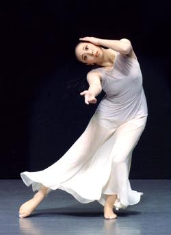 『のりしろ』公演に出演した中野渡 萌が、新作ソロ『盲女の唄うたいのいる道で』に挑む