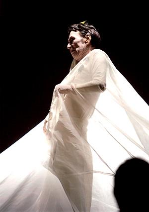 及川廣信ソロダンス公演 『村への遊撃――黒田喜夫に』 (photo by 加藤英弘)