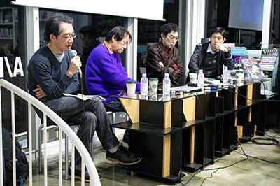 (左から)倉石信乃・北島敬三・豊島・橋本一径の各氏