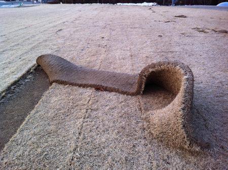 赤城修司ツイート[2012年2月20日  福島県立美術館。芝を剥ぎ取る。]