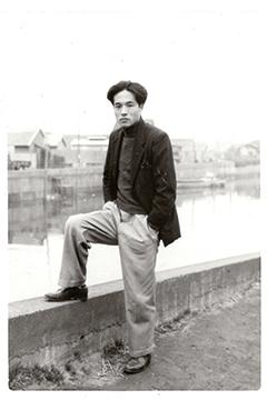 1950年代の若き黒田、大森付近か©黒田喜夫/©共和国